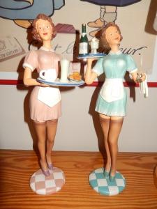 waitress-788236_1920