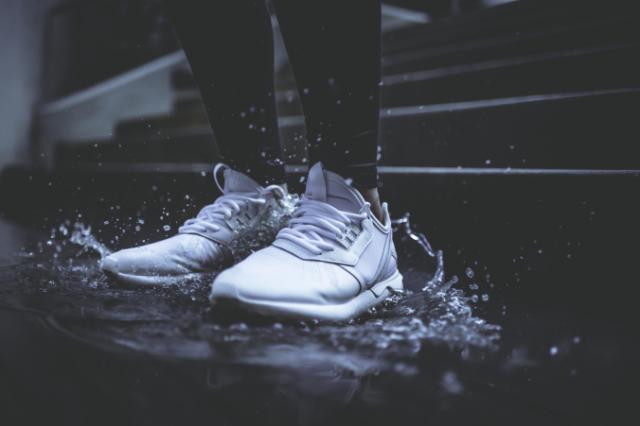 feet-in-rain